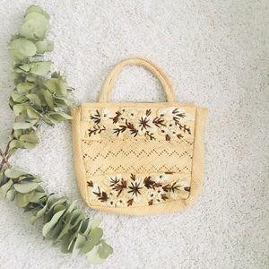 Vintage straw embroidered bag